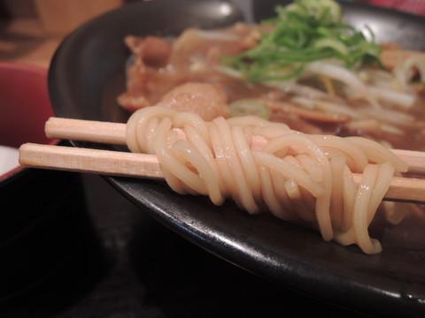 徳島ラーメン(バラ肉増量・生玉子入り)の麺