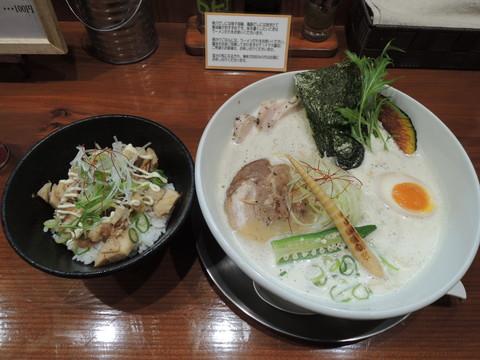鶏豚だしらぁ麺+鶏チャーシュー(3枚)+チャーシュー丼