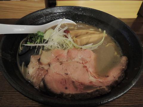濃とんこつラーメン(濃いめ)(800円)