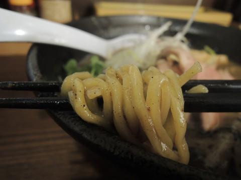 濃とんこつラーメン(濃いめ)の麺