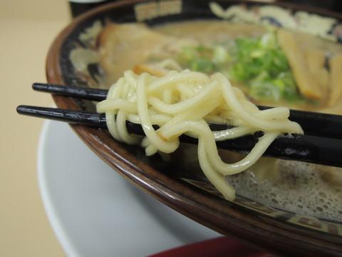 とんこつ醤油の麺