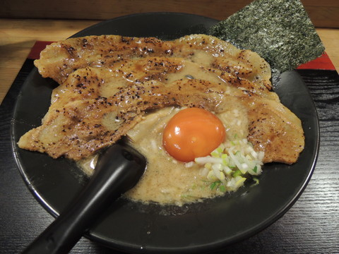 豚肉そば並(1100円)+漬卵(110円)