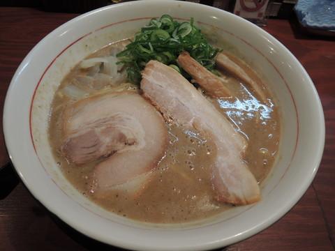 鶏豚骨(680円)