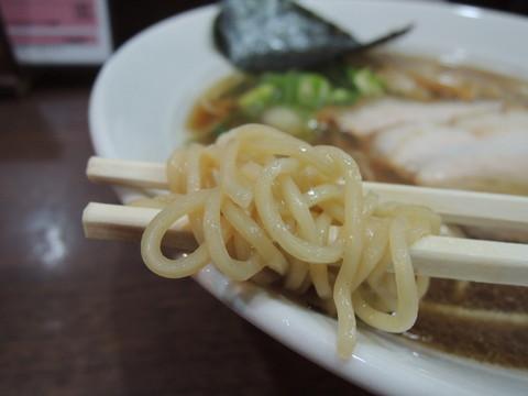 生醤油ラーメンの麺