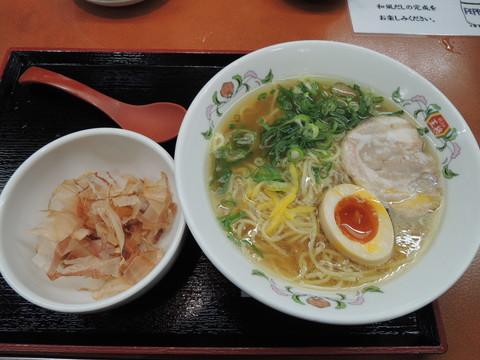 日本ラーメン(734円)