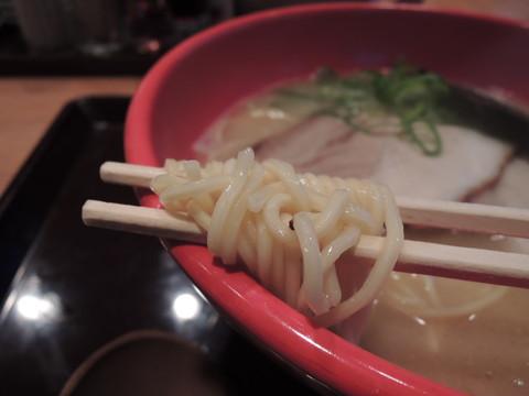 並らぁめんの麺