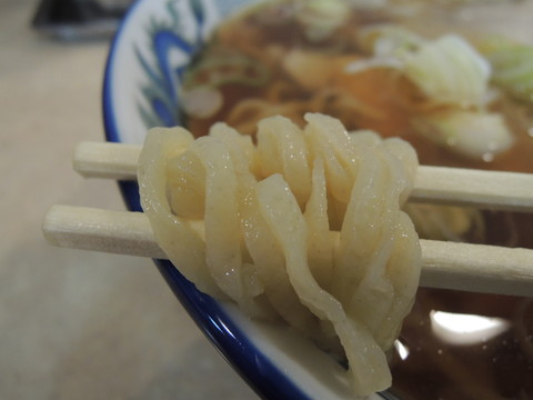 手打ワンタンメンの麺