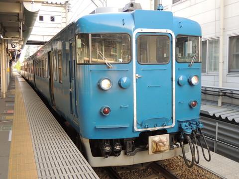 あいの風とやま鉄道富山発泊行普通525M列車(413系)