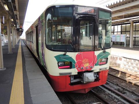 えちごトキめき鉄道泊発直江津行普通1625D列車(ET122形)