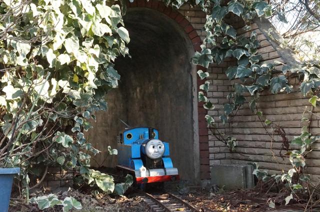 旦那トンネルを抜ける、トーマス