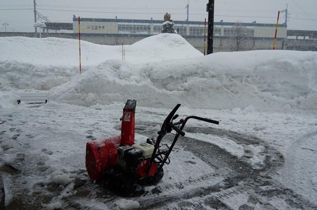 雪丸 十日町駅前にて