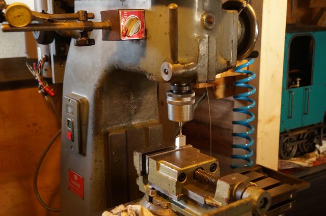 井上フライスEV-6で切削