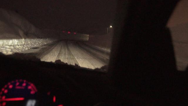 マツダRX-8で雪の中を楽しくドライブ。