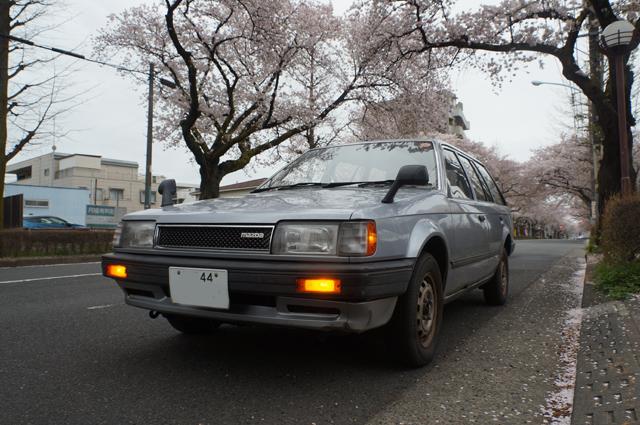 ファミリアバンと国立の桜