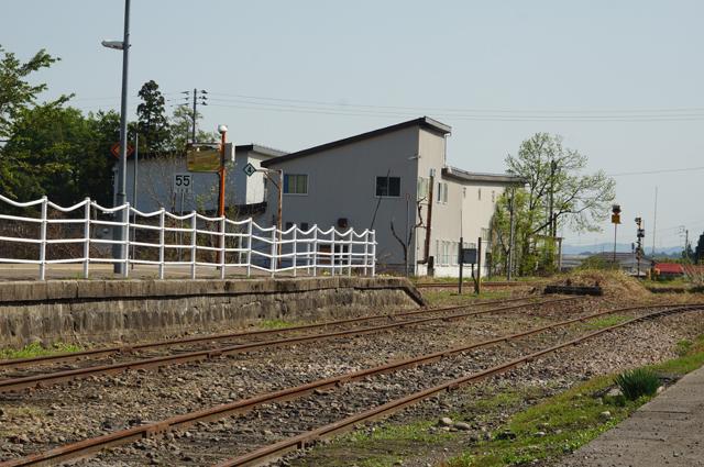 越後田沢駅構内、引き込み線を眺める
