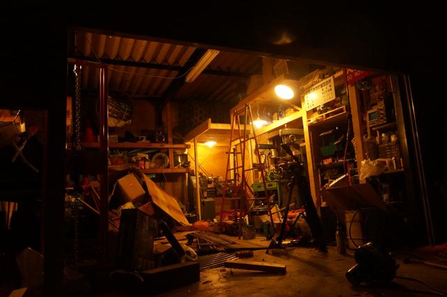 深夜、作業場の構築