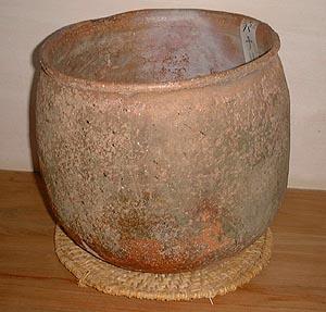 骨壺として使われたパナリ土器(復元)、パナリ焼展示館から