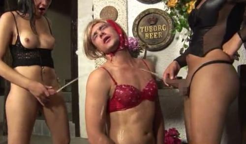 二人組のニューハーフ女王様が掘るのは女装させたM男の肛門 07