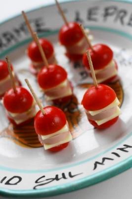 スライスチーズとミニトマトのピンチョス2