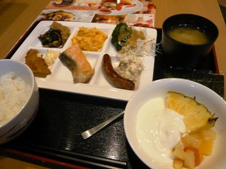 ホテルユニゾ:朝食バイキング1