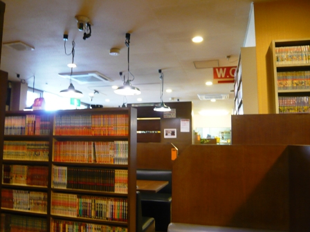 華:店内2