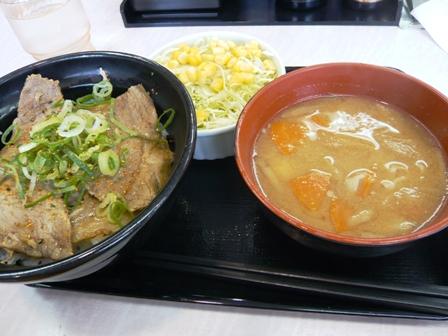 吉野家:豚ロース丼、サラダ、豚汁セット