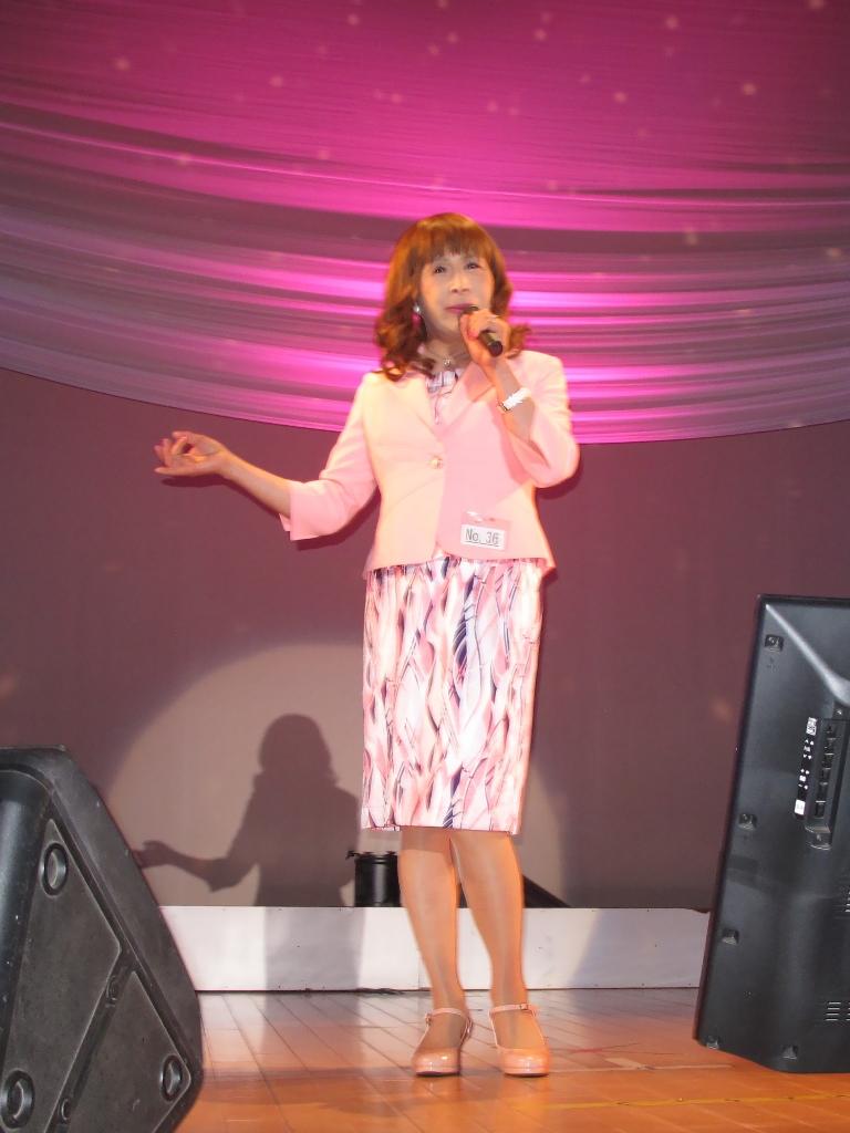ピンクスーツステージ(3)