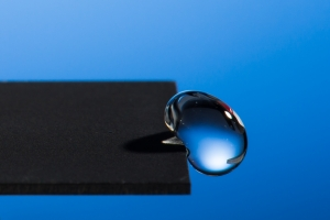 extremely water-repellent metals