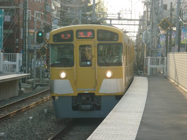 2014-04-12 西武2087F 各停池袋行き1 5730レ
