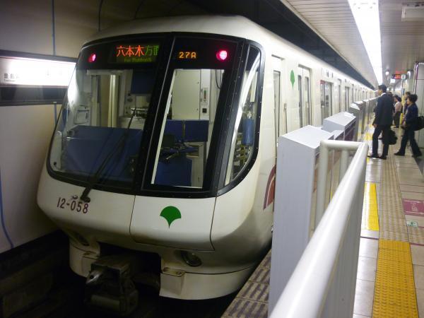 2015-04-06 大江戸線12-051F 六本木・大門方面行き