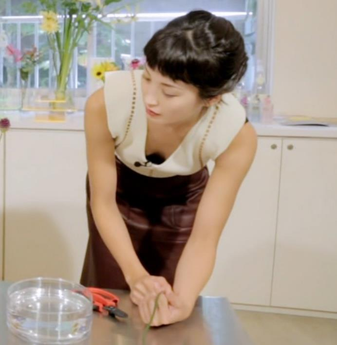 黒田エイミ 胸元キャプ・エロ画像5