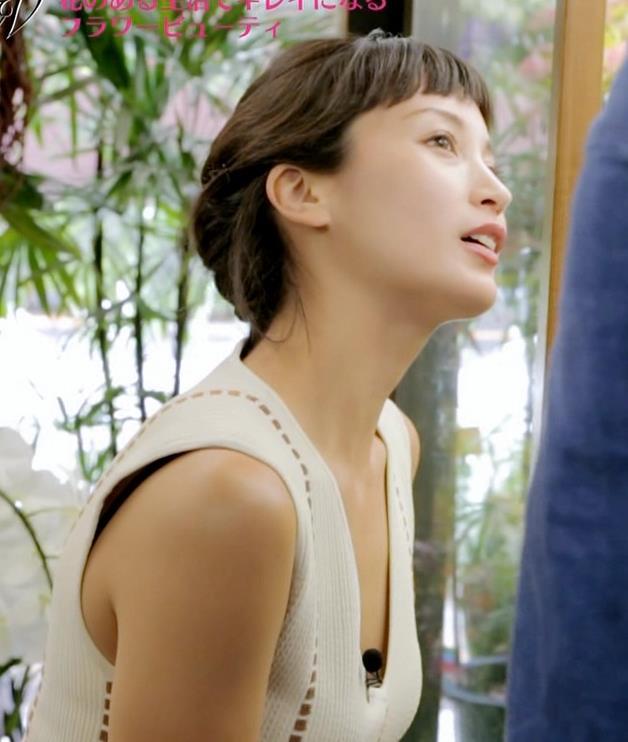 黒田エイミ 胸元キャプ・エロ画像6