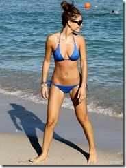 maria-menounos-blue-bikini-270217 (10)