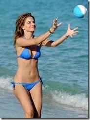 maria-menounos-blue-bikini-270217 (9)