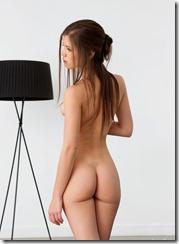 nude-270425-1 (4)
