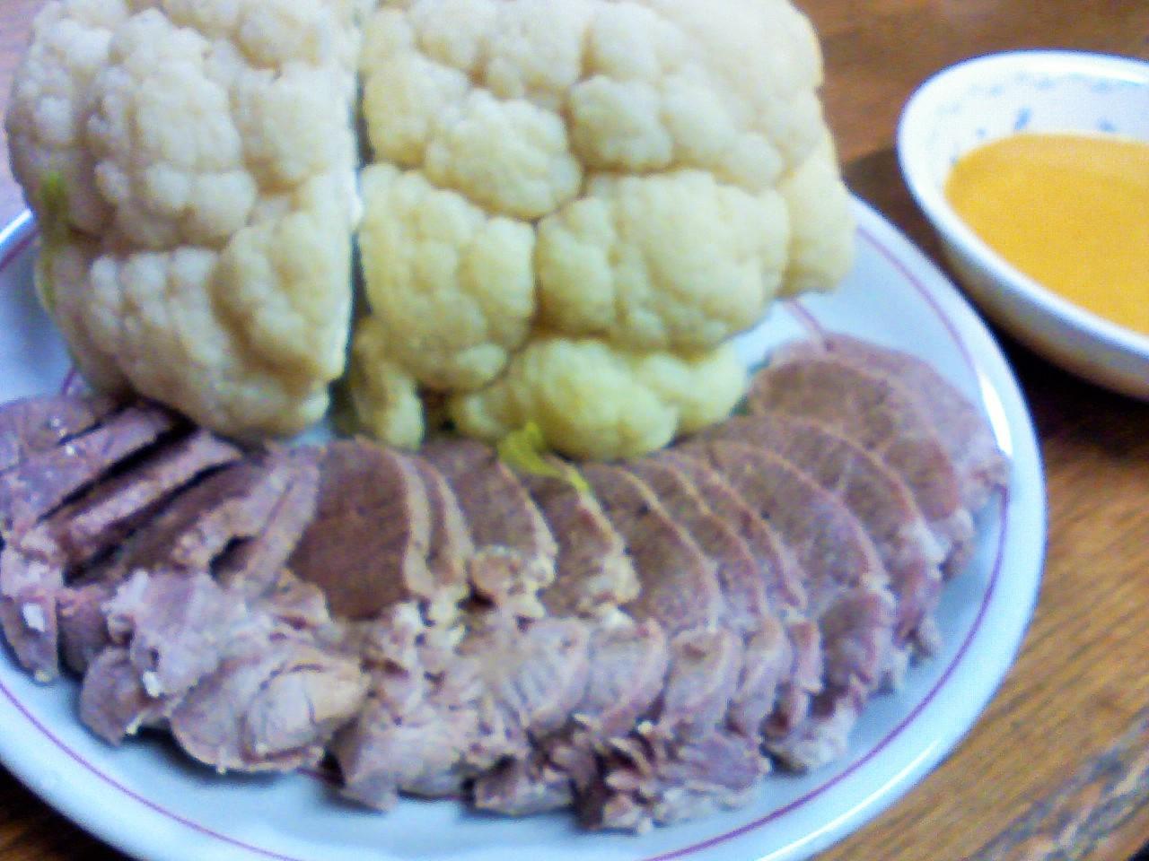 豚肉の蒸し煮と蒸しカリフラワー