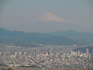 富士山…霞んでる。