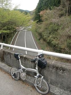 ターンパイクに掛る橋