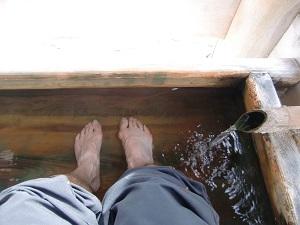 浸かったのは足のみ