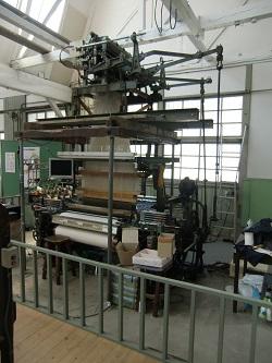 現代の織り機