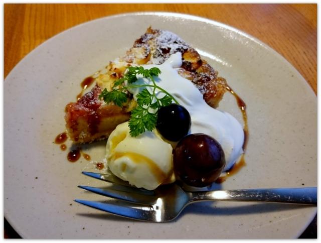 青森県 黒石市 ツキカフェ グルメ スィーツ 焼きりんごとクリームチーズのタルト