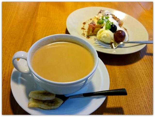 青森県 黒石市 ツキカフェ スィーツ グルメ 焼きりんごとクリームチーズのタルト キャラメルバナナチャイ