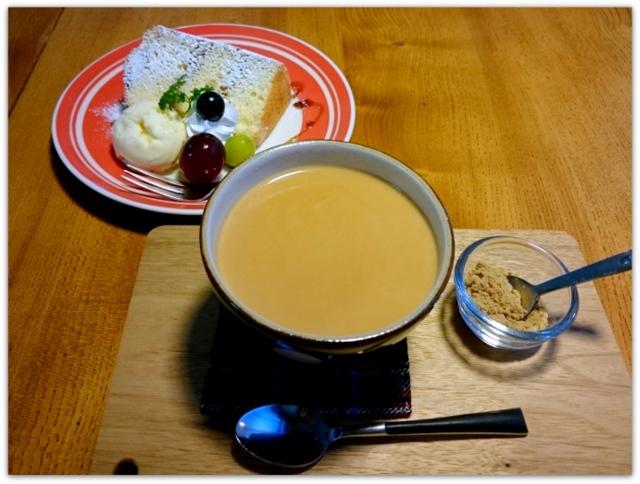 青森県 黒石市 ツキカフェ スィーツ グルメ シフォンケーキ 黒糖ジンジャーミルクティー
