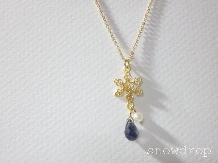 アイオライト雪ネックレス