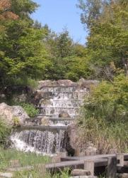 小さな滝鶴見緑地