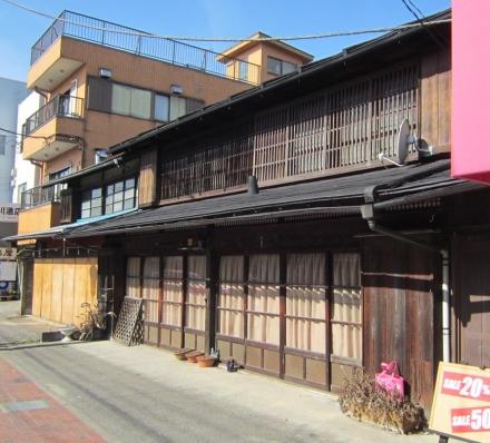 格子の建物①