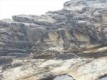 堆積層を押し上げた凝灰岩
