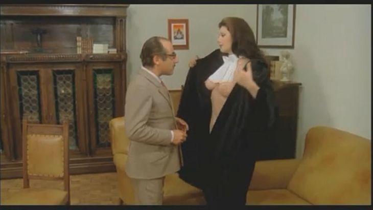 ※画像・動画有 中年男性に自らの裸体を見せ付ける、美人グラマラスシスター!