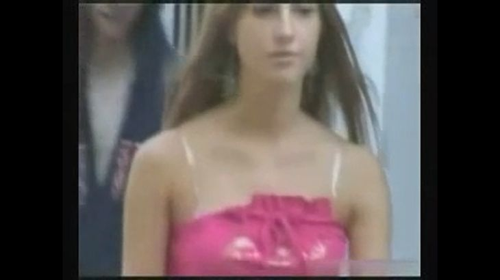 ※画像・動画有 街中で強制的にパンツやブラを下げられ辱めを受ける外国人美女たち!!