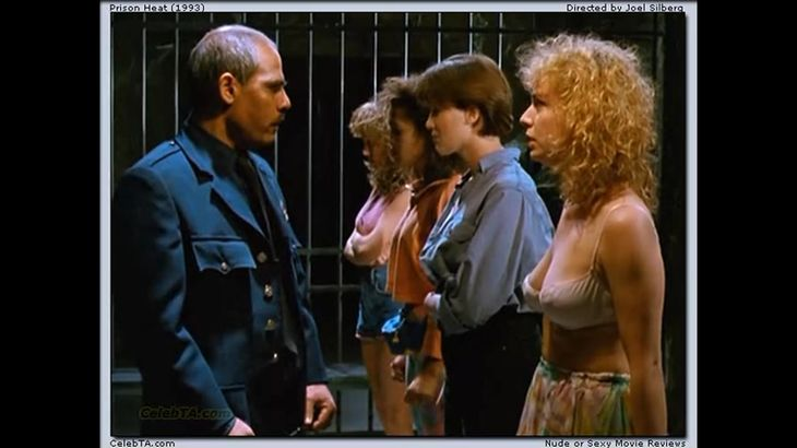 ※画像・動画有 男性看守の前で脱衣を強要される美人女囚たち・・・!!